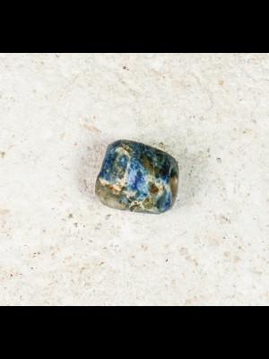 Perle très ancienne en scorzalite