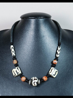 Collier perles en cornaline, os et koffi
