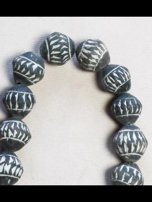 27 perles en terre cuite