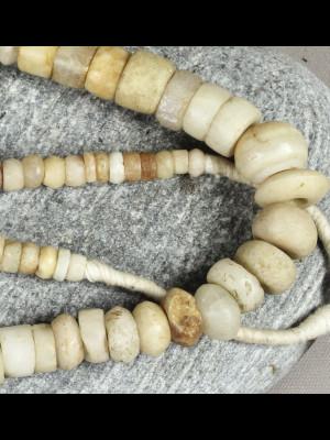 104 perles de fouille en pierre du Mali