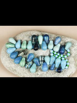 32 perles anciennes « gouttes d'eau » en pâte de verre de Bohême