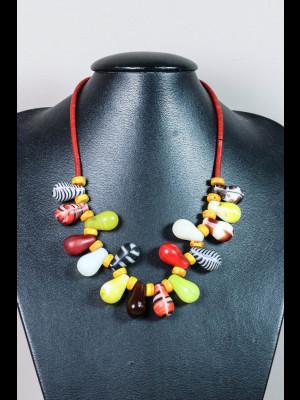 Collier perles de troc kakamba en verre, perles de troc de Bohême en verre et koffi