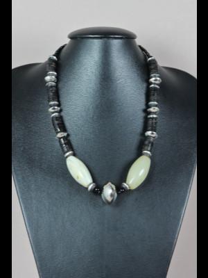 Collier perles en métal argenté, koffi et agate laiteuse