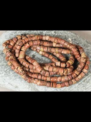Perles anciennes en bauxite
