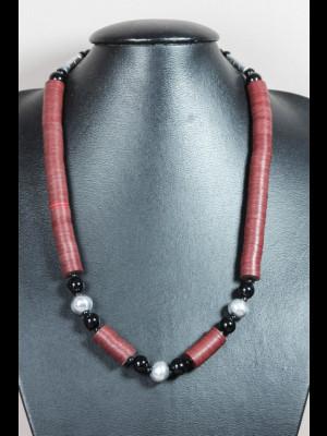 Colliers perles en verre, en métal argenté et koffi
