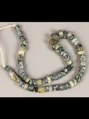 72 perles de fouille en pierre du Mali