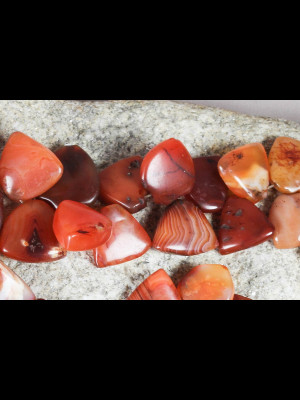49 perles en cornaline