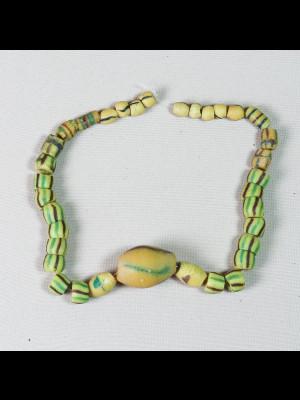 34 anciennes perles du Ghana en verre