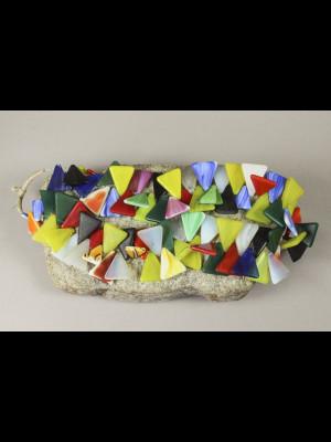 78 perles « triangles » en pâte de verre de Bohême